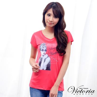 Victoria 優雅人像修身TEE-女-桃紅