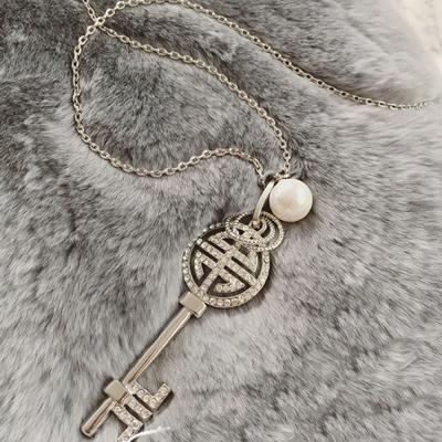 梨花HaNA 韓國想念妳留的鎖匙水鑽珍珠長項鍊