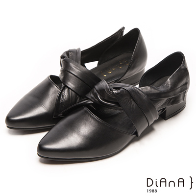 DIANA 纏繞風範--魅力修飾真皮扭結尖頭平底鞋-黑