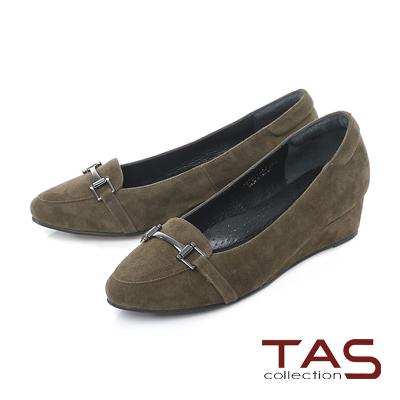 TAS 一字金屬扣飾麂皮小坡跟尖頭娃娃鞋-淺墨綠