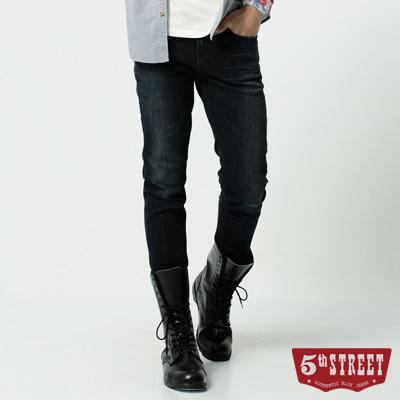 5th STREET 街霸合身窄直筒牛仔褲-男-酵洗藍