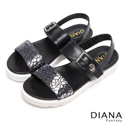 DIANA-輕-愛的-異材質裂紋拼接真皮厚底涼鞋