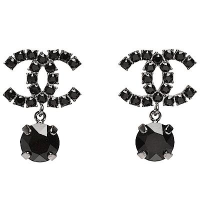 CHANEL 經典雙C LOGO黑水鑽鑲嵌墜飾穿式耳環(黑-銀)