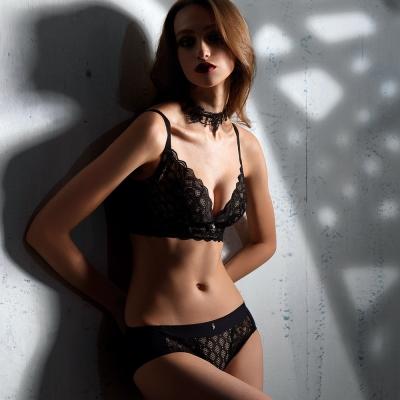 LADY 闇夜天使系列 B-F罩 調整型無鋼圈內衣(透視黑)
