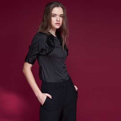 ICHE衣哲 設計款拼接修身百搭造型襯衫-黑