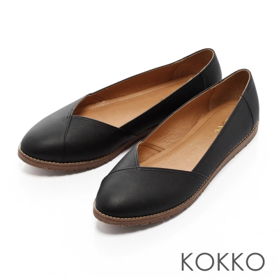 KOKKO-舒適輕旅真皮平底休閒鞋-黑