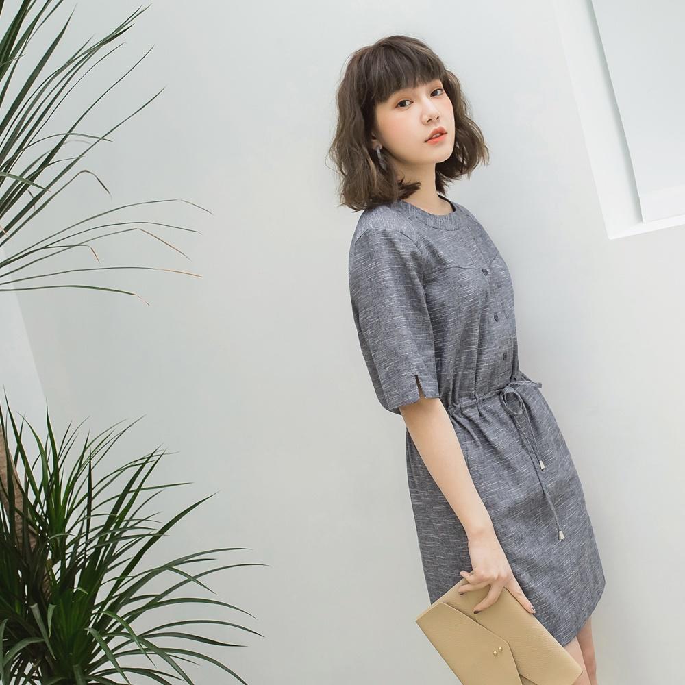 排釦混色棉麻抽繩縮腰連身裙-OB嚴選