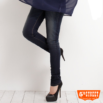 5th STREET  沁夏奢華 花朵錶袋伸縮窄直筒牛仔褲-女款(酵洗藍)