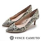 Vince Camuto 個性金典動物紋尖頭高跟鞋-蛇紋