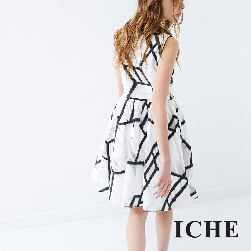ICHE 衣哲 線條印花禮服洋裝