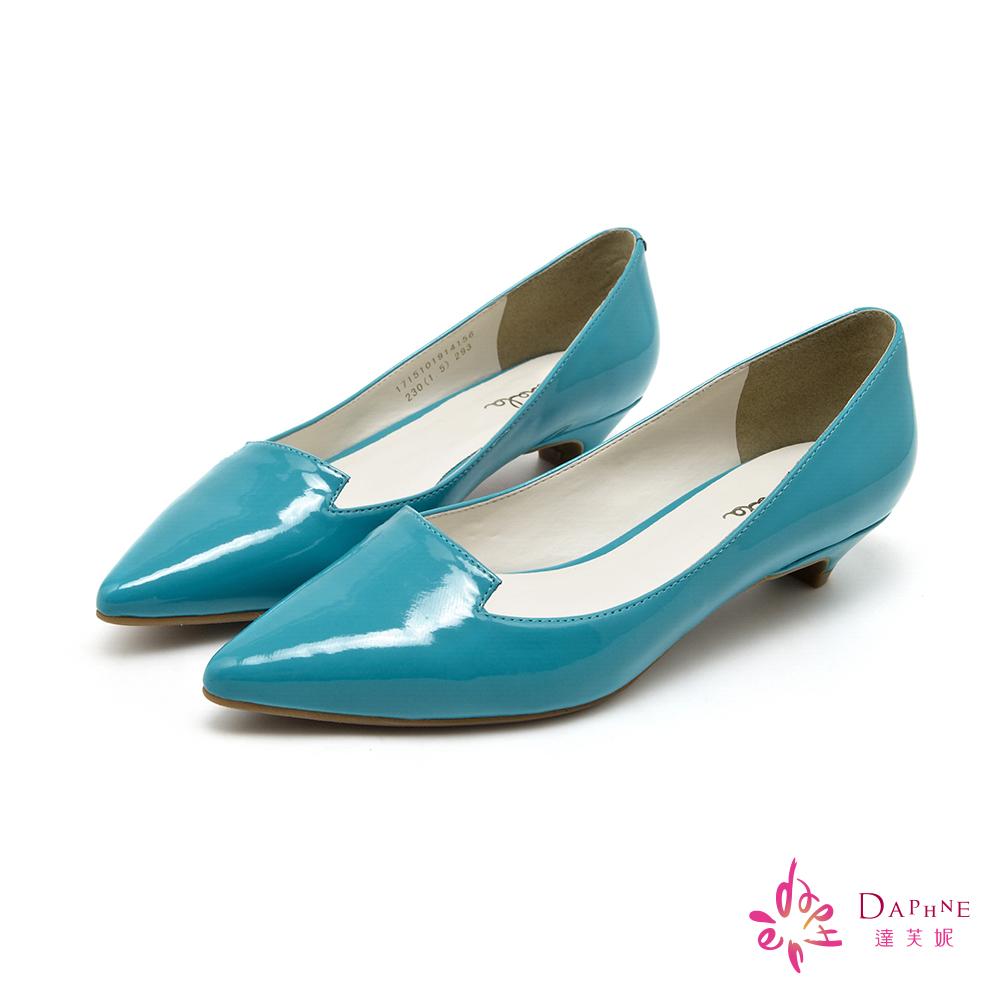 達芙妮DAPHNE 簡潔主義素面漆皮尖頭低跟鞋-清新湖藍