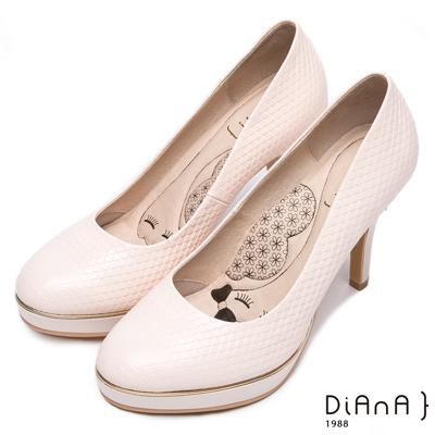 DIANA 漫步雲端LADY款--質感壓紋真皮跟鞋-米白
