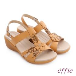 effie 趣踏輕 真皮拼接花飾寬楦釦環楔型涼拖鞋 茶色