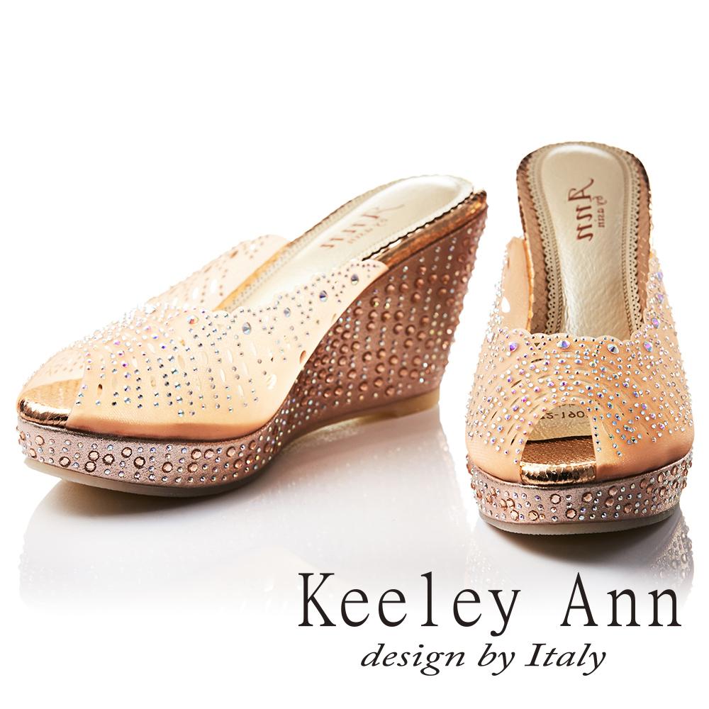 Keeley Ann 滿鑽鏤空雕花微透膚魅力真皮軟墊楔形拖鞋(香檳色-Ann)