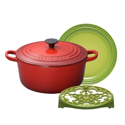 LE-CREUSET-琺瑯鑄鐵圓鍋24cm-櫻桃紅-瓷器圓盤23cm-鑄鐵鍋架-棕櫚綠