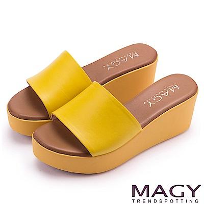 MAGY 簡約隨興風 一字寬版牛皮厚底涼拖鞋-黃色