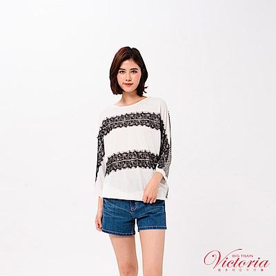 Victoria 蕾絲花邊剪接寬鬆七分袖T-女-白色