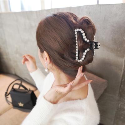 梨花HaNA  韓國美麗態度珍珠鑲框邊飾大抓夾-三角