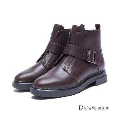 達芙妮x高圓圓 圓漾系列 短靴-摩登結構扣帶平底短靴-酒紅