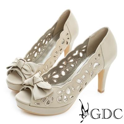 GDC-蝴蝶結心型簍空真皮魚口高跟鞋-米杏色