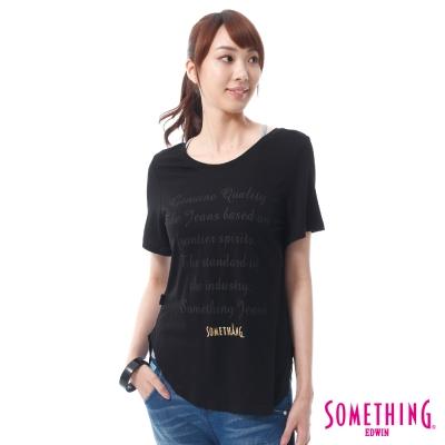 SOMETHING 氣質草寫長版T恤 -女-黑色