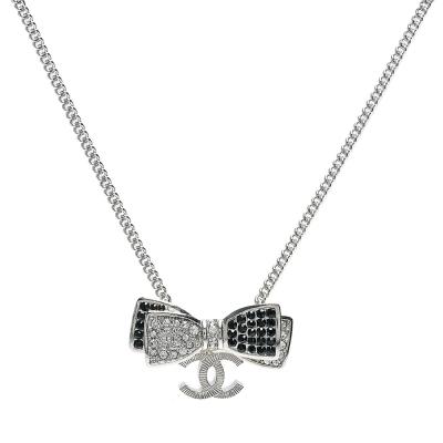 CHANEL 香奈兒經典蝴蝶結雙C LOGO雙色水鑽鑲嵌墜飾項鍊(銀)