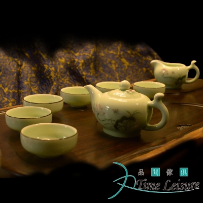 Time Leisure 品閒 鯉魚戲荷 手繪青瓷浮雕禮盒茶具(8件組) (8H)