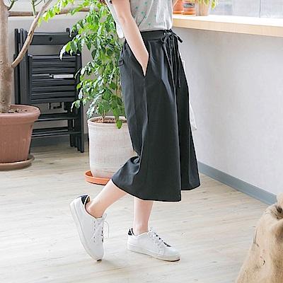 後腰鬆緊造型綁帶打褶設計光澤感純色七分寬褲-OB大尺碼