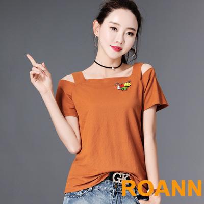 素面一字領露肩短袖T恤 (共四色)-ROANN