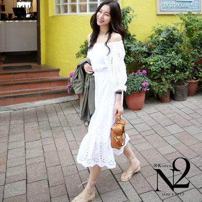 一字領高腰優雅刺繡鏤空度假風長裙洋裝 (白)  N2