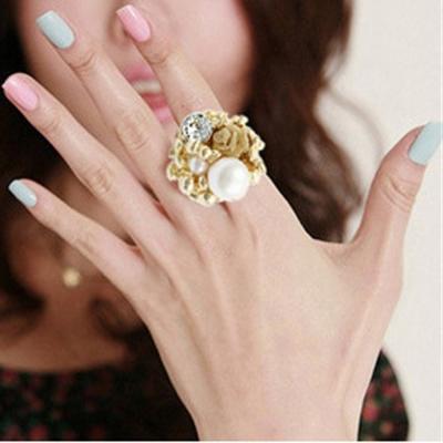 Aimee-Toff-晶亮珍珠玫瑰花兒戒指-金