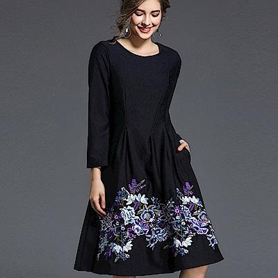ABELLA 艾貝拉 紫藍花朵裙擺刺繡長袖黑短裙洋裝(M-2XL)