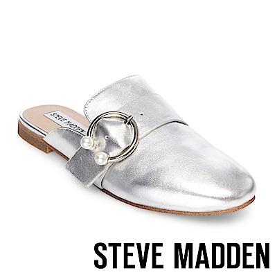STEVE MADDEN-HILARY 珍珠C字扣真皮低跟穆勒鞋-銀色