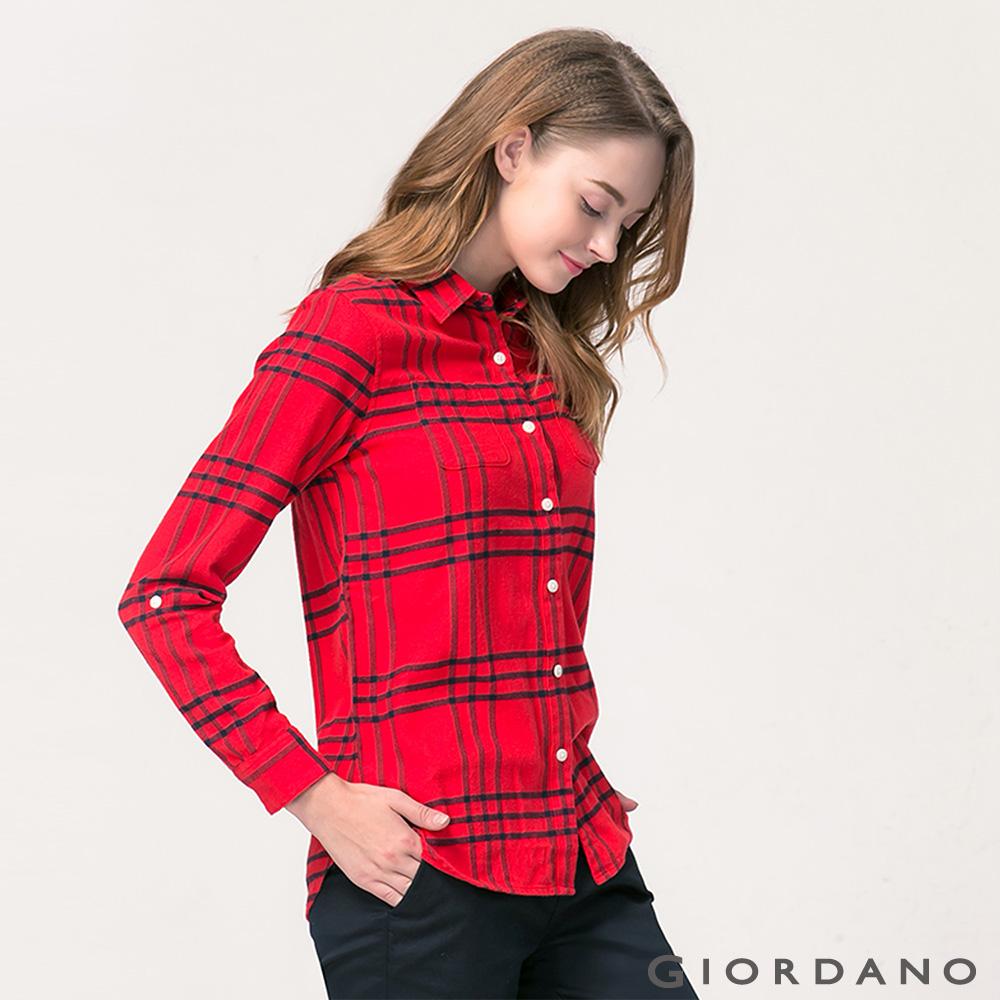 GIORDANO女裝法蘭絨純棉雙口袋可捲袖襯衫-05賽車紅標誌海軍藍格子