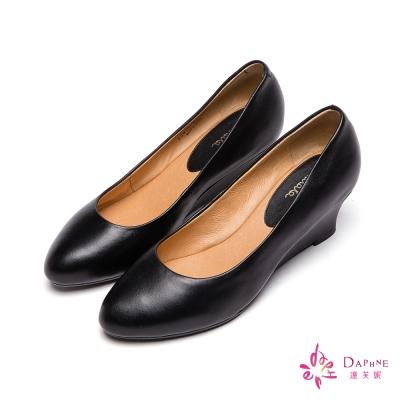 達芙妮DAPHNE-國民美鞋原色真皮楔型低跟鞋-簡約黑