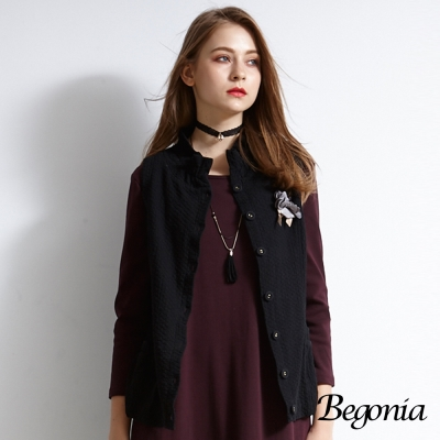 Begonia 壓紋胸花鈕釦柔棉背心(共兩色)