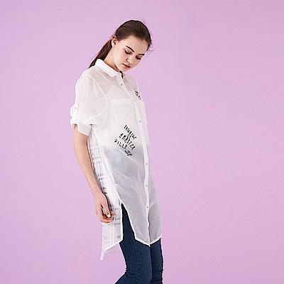 ICHE 衣哲  清新輕薄文字圖案長版開衩襯衫外套-白