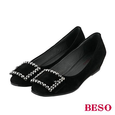 BESO 都會個性 全真皮方型飾釦內增高娃娃鞋~黑