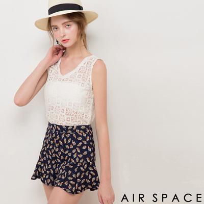 AIR SPACE V領雕花透膚蕾絲背心上衣(白)