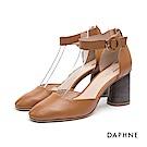 達芙妮DAPHNE 高跟鞋-繞踝繫帶圓釦真皮高跟鞋-棕