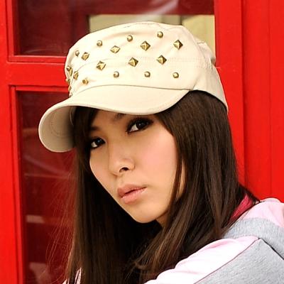 Aimee Toff 鉚釘領先時髦指標軍帽(米)