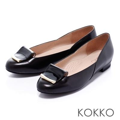KOKKO舒壓軟墊-秀氣圓頭反摺飾釦平底鞋-黑