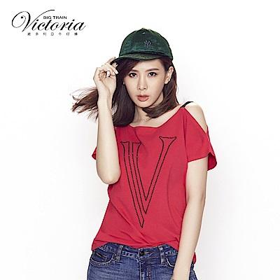 Victoria 不對稱肩絆帶設計落肩短袖-女-深桃紅