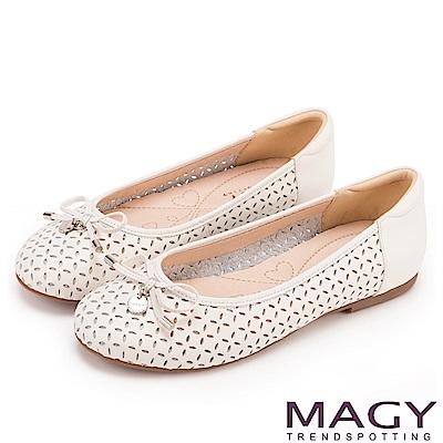 MAGY 甜美新風貌 穿孔牛皮平底娃娃鞋-白色