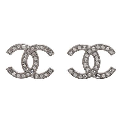 CHANEL 香奈兒經典雙C LOGO 方圓水鑽交錯鑲嵌穿式耳環(銀)