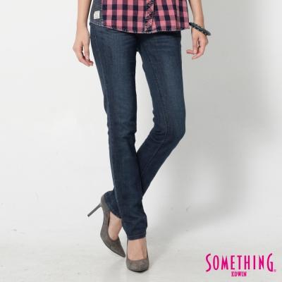 SOMETHING 後袋斜剪接伸縮窄直筒牛仔褲-女-拔洗藍