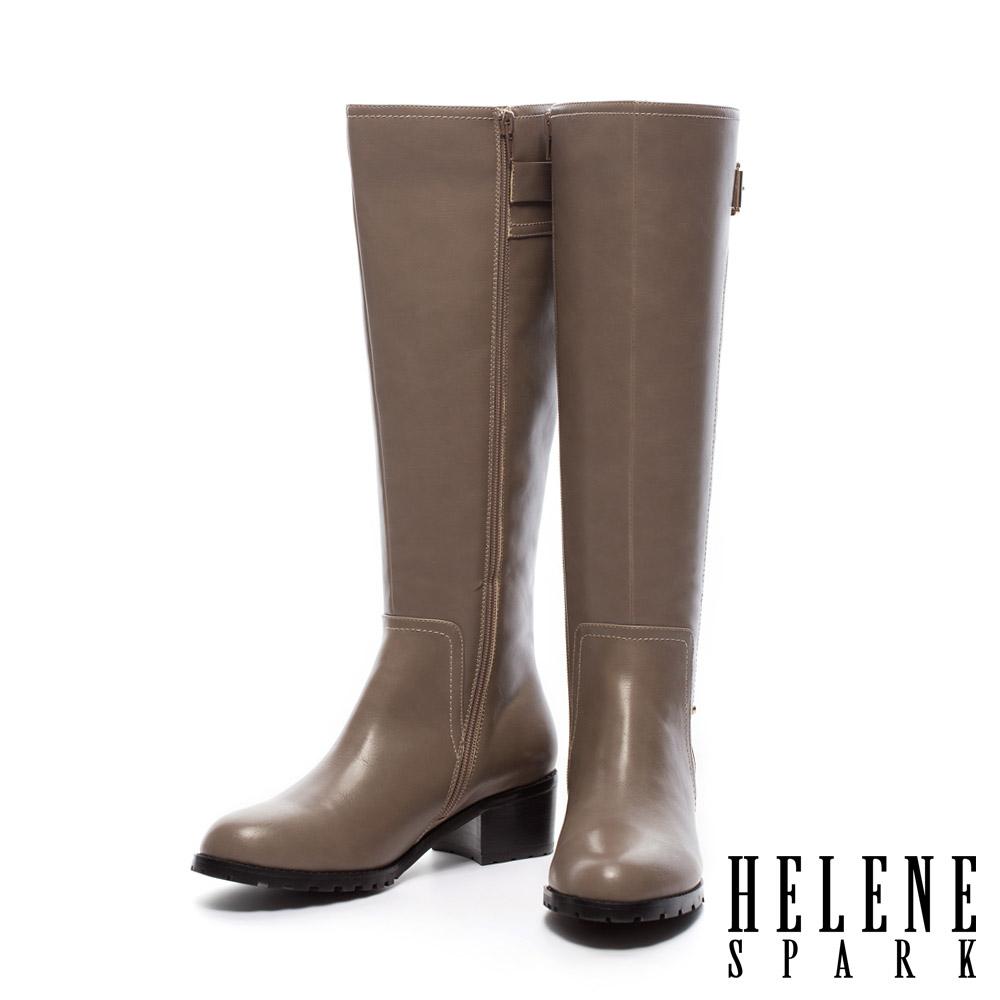 HELENE SPARK 接版拼接皮帶造型素面粗跟長靴-米