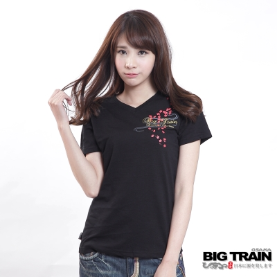 BIG TRAIN 櫻之流水金魚V領T-女-黑色