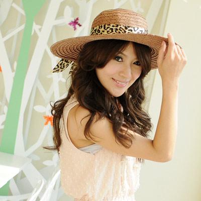 【Aimee Toff】豹紋絲緞質感抗曬遮陽帽(咖)