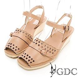 GDC-真皮愛心沖孔扣環甜美涼鞋-米色